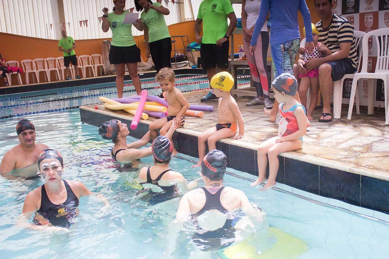 CRIANÇAS Natação infantil no Buritis Academia Espaço Fitness